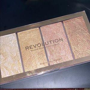 Makeup Revolution Highlighting Palette